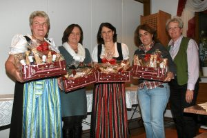 Sportschützengau Ebersberg im BSSB: Preisverteilung des Damenadventschießen in Anzinger Forsthof. Ausrichter Gau Ebersberg bei den Anzinger Högerschützen